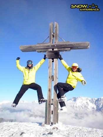 Skigidsen Niek en Bart tijdens de skisafari ibovenaan de gondel van Viehhofen