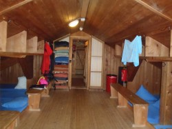 slaapkamer bedden huttentocht italie oostenrijk wintersport skien