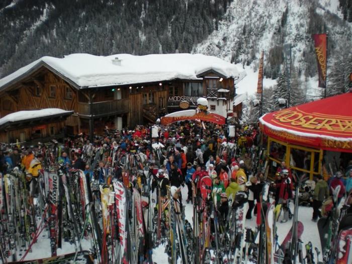 Apres-ski-bij-de-Mooserwirt-in-St-Anton